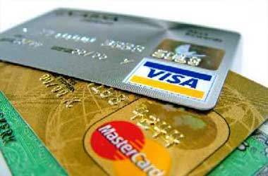 Battle of the Christmas Credit Card Rates Begins