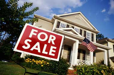 US Mortgage Rates Increase Pressures Real Estate Market